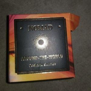 nomad Makeup - Nomad light infusion powder